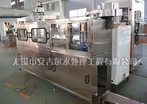 QGF-100~120桶时触摸式全自动灌装设备